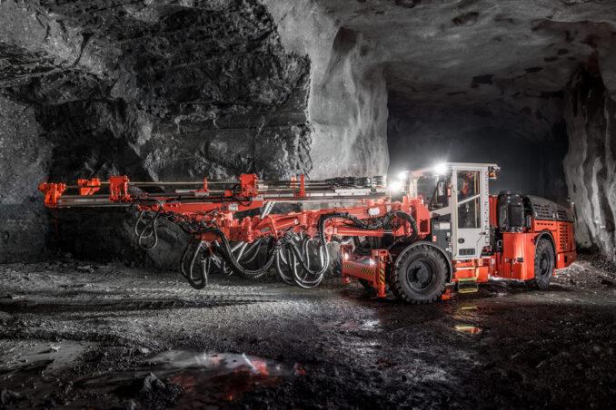 sandvik-dd422i-development-drill-rig-1-678x452