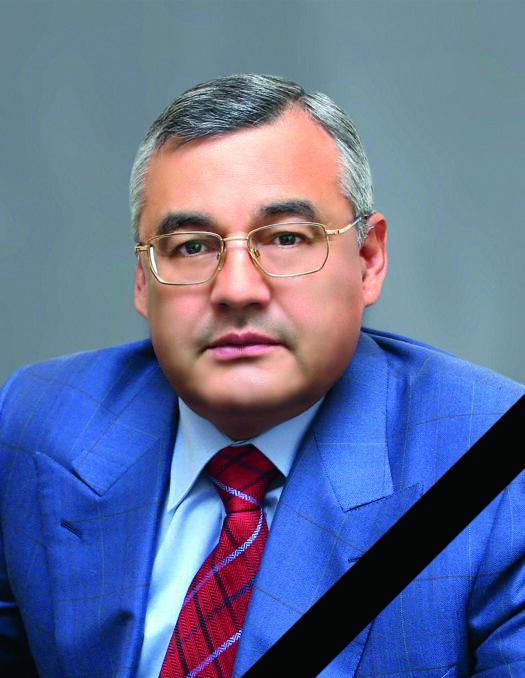 ibragimov-s-lentoj-525x678