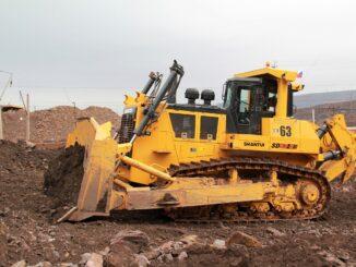 buldozer-vesom-pochti-70-tonn-povysit-effektivnost-gornyh-rabot-mihajlovskogo-goka-326x245